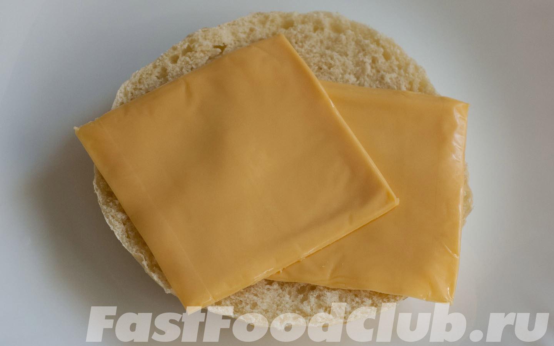 булочка и сыр